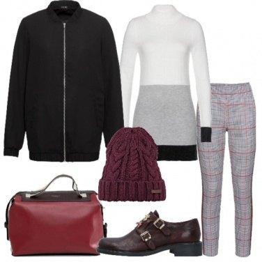 Outfit Giubbino e pantalone con bande laterali