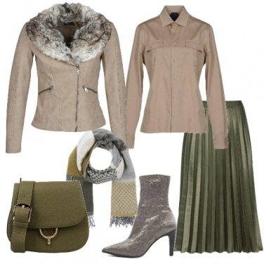 Outfit Gonna plissé e giacca taupe