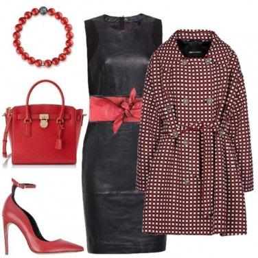 Outfit Accessori rossi sul tubino nero