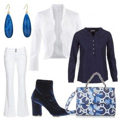 Outfit Giochi in bianco e blu