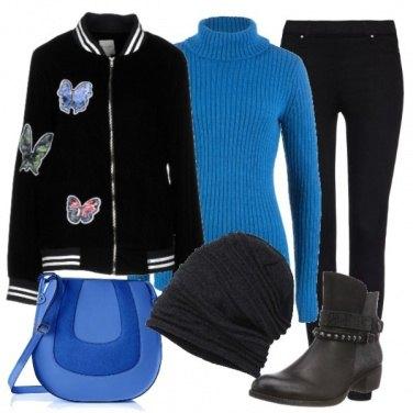 Outfit Pantalone nero e maglia blu
