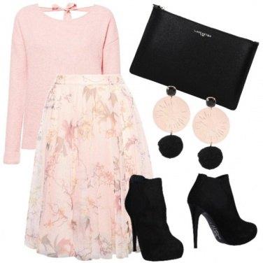 Outfit Rosa, fiori e nero