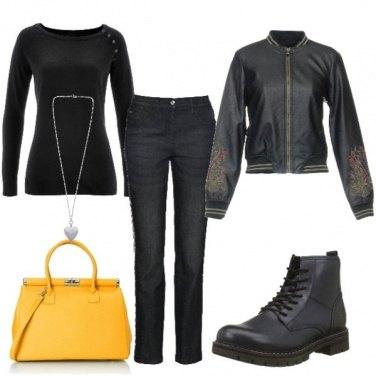 Outfit Borsetta gialla