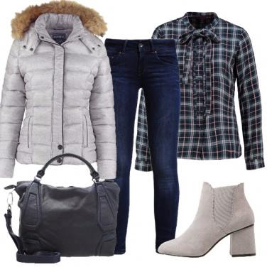 Outfit Quadri e fiocco