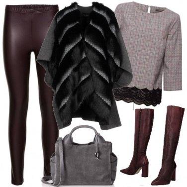 Outfit Comoda con i leggins in ecopelle