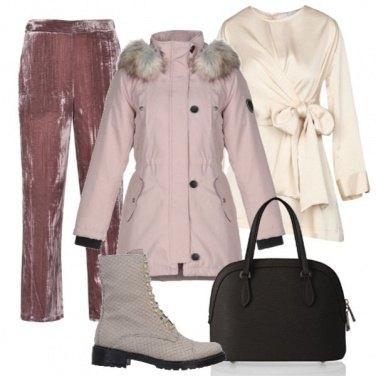 Outfit Parka cipria e camicia con fiocco