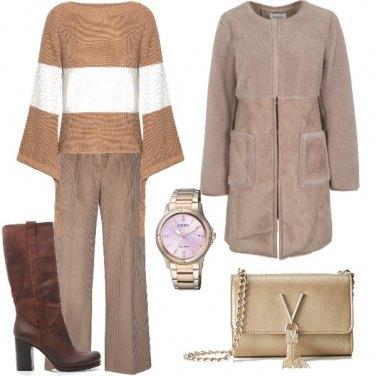 Outfit Cappotto in eco pelliccia ed eco pelle