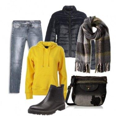 Outfit Felpa gialla