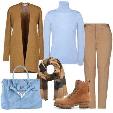 Outfit Cammello e celeste