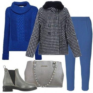 Outfit Blu elettrico e metallizzato