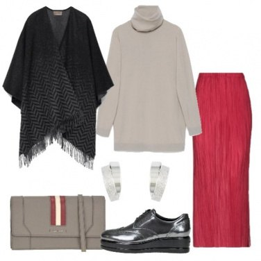 Outfit Gonna rossa plissé e poncho degradé