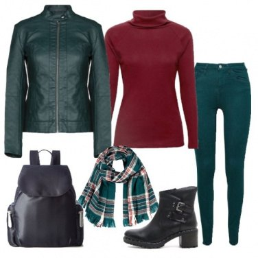 Outfit Giacca in ecopelle e zainetto