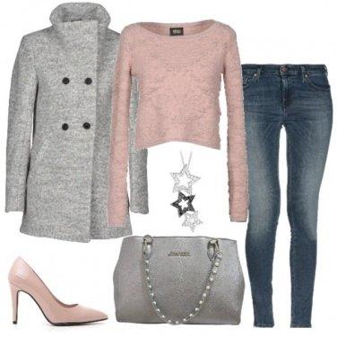 Outfit Grigio e rosa in ufficio