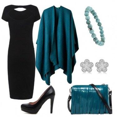 Outfit Il classico tubino e mantella turchese