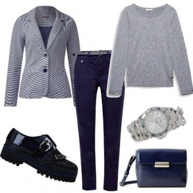 Outfit Grigio e blu acceso