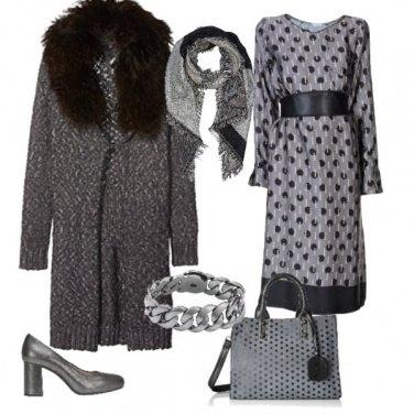 Outfit Con il collo di pelliccia (finta)
