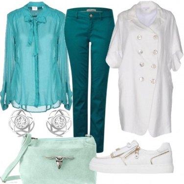 Outfit Verde smeraldo e bianco