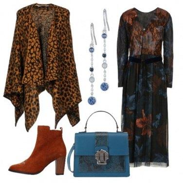 Outfit Vestito longuette e mantella