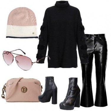 Outfit Nero e accessori rosa