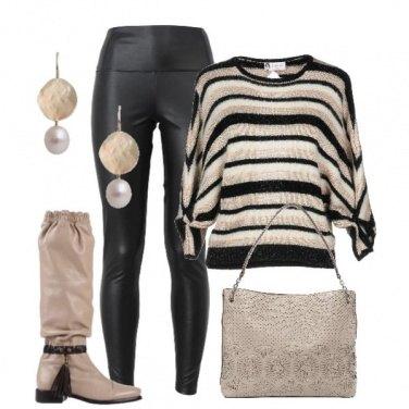 Outfit Maglia a righe e pantaloni di pelle