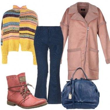 Outfit Pullover etnico, pantaloni a zampa