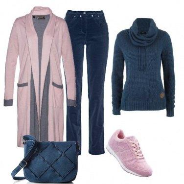 Outfit Pantaloni di velluto per look basic