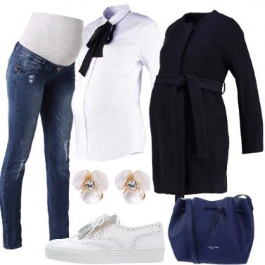 Outfit In jeans e camicia con il pancione