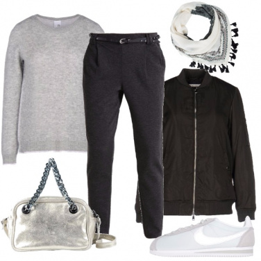 Outfit Argento e sneakers