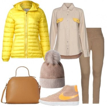 Outfit Piumino giallo jeans coloniale