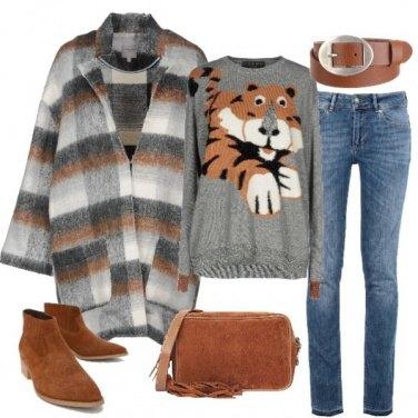 Outfit Il maglione over con la tigre