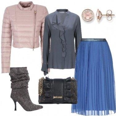 Outfit Stivale prezioso e gonna plissettata