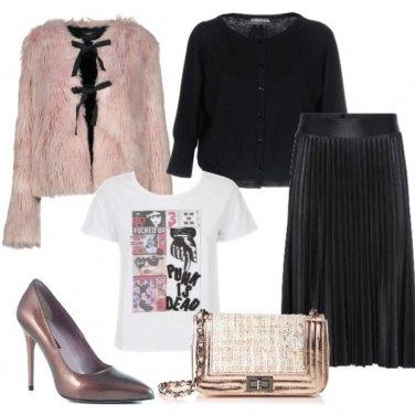 Outfit Pelliccia e plissettato metallizzato