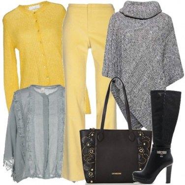 Outfit I pantaloni in velluto giallo canarino