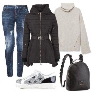 Outfit Piumino lungo e sneakers