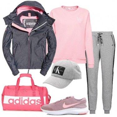 Outfit Grigio e rosa in palestra