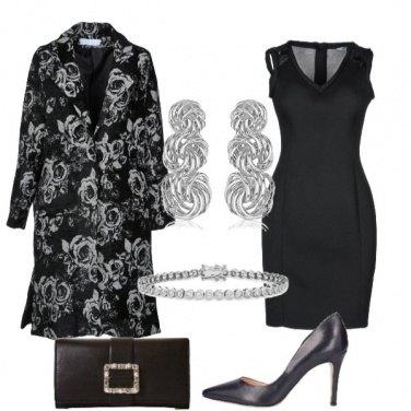 Outfit Impreziosire il tubino nero