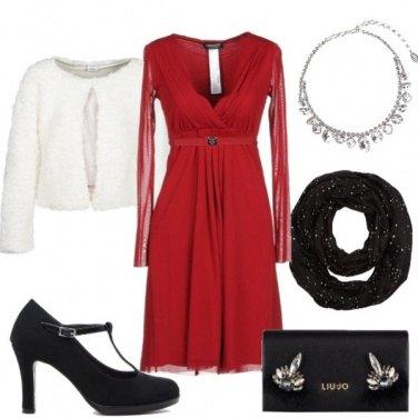 Outfit Abito rosso scollato e scarpe Pittarello