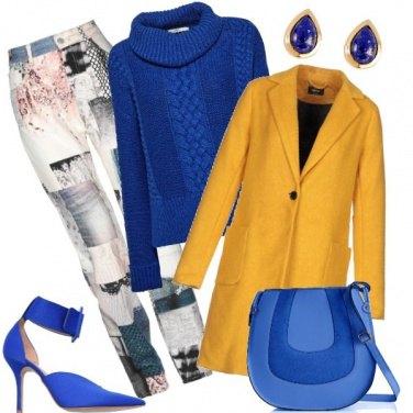Outfit W le stampe ed i contrasti di colore
