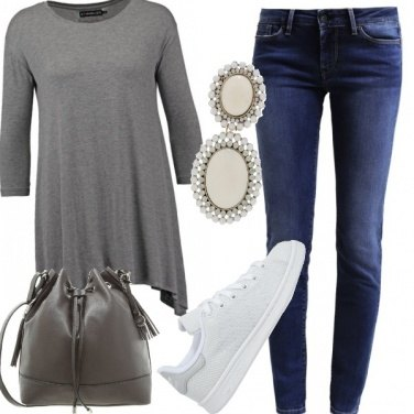 Outfit Grigio sporty chic