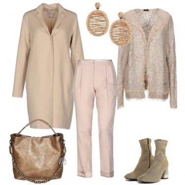 Outfit Sui toni del beige e dell\'oro