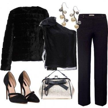 Outfit Un tocco oro nel total black