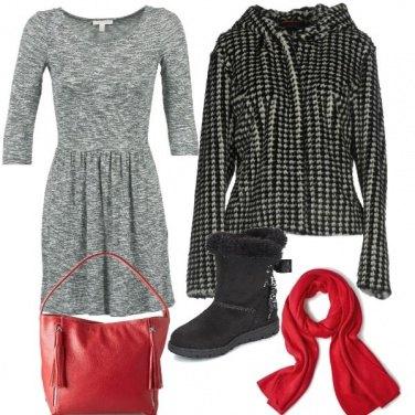 Outfit Pelliccia pied di poul e accessori rossi