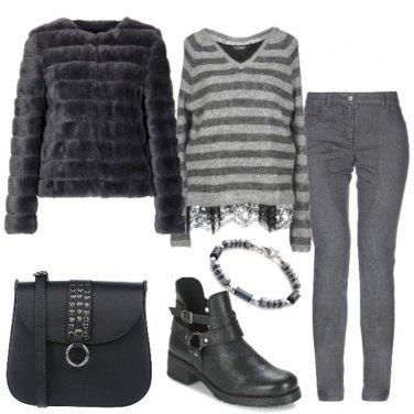 Outfit Pelliccia ecologica e jeans