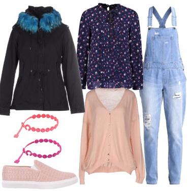 Outfit Salopette e rosa