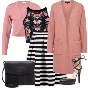 Outfit Chic ricercato con fiori e righe