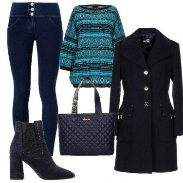 Outfit Cappottino blu e jeans