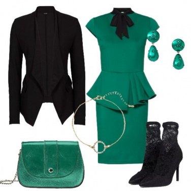 Outfit Vestito verde e stivaletto in pizzo