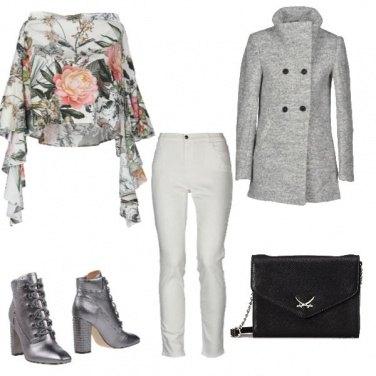 Outfit Grigio e fiori