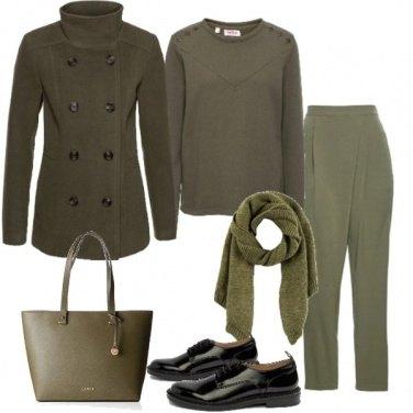 Outfit Minimal verde oliva