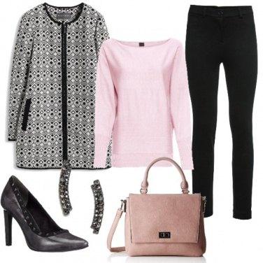 Outfit Ufficio in rosa e nero